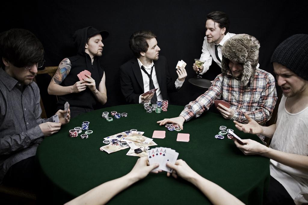 Profils de joueurs à la  table de poker